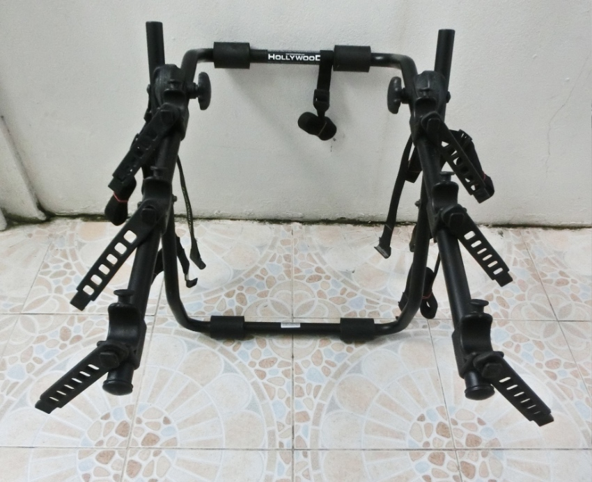 Fully Adjustable Mountain Bike Rack - holds 3 bikes - car with boot