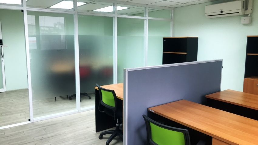 Office for rent at Payathai Plaza 4th floor.