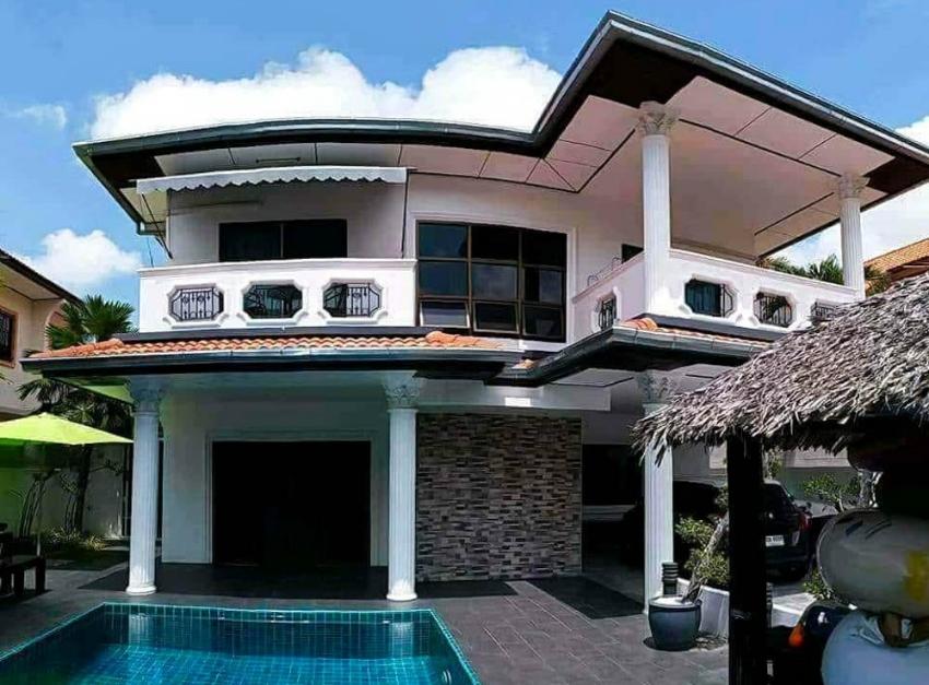 Stunning pool villa in East Pattaya FOR SALE