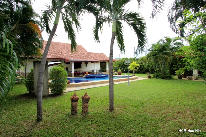 Great quality built 3 Bedroom Pool Villa on 984 sqm Soi 102+Gift