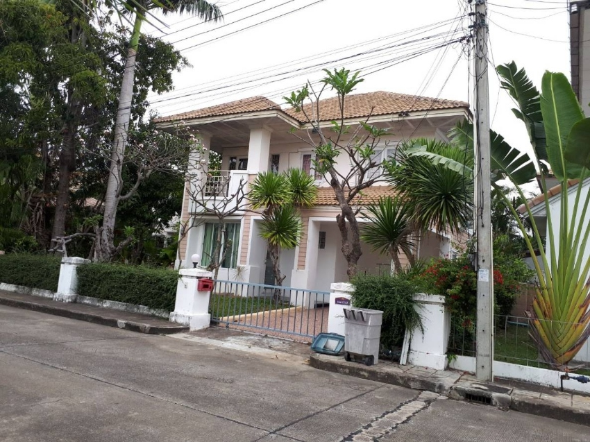 To rent Single House GJ two Storey Fully furnished and fully refurbish