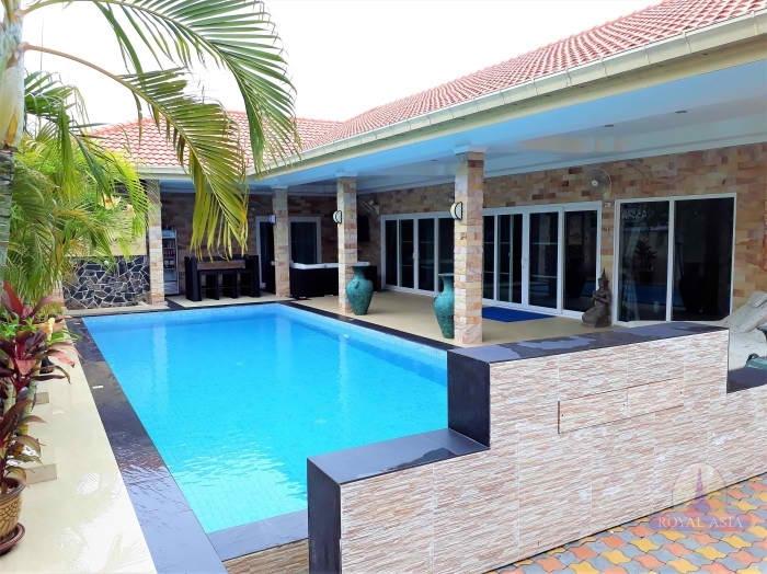 A modern 3 bed pool villa @ Hua Hin