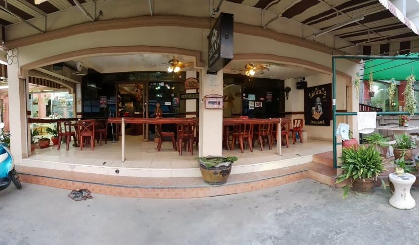 Top Bar Restaurant with terrace in Pattaya south for sale only