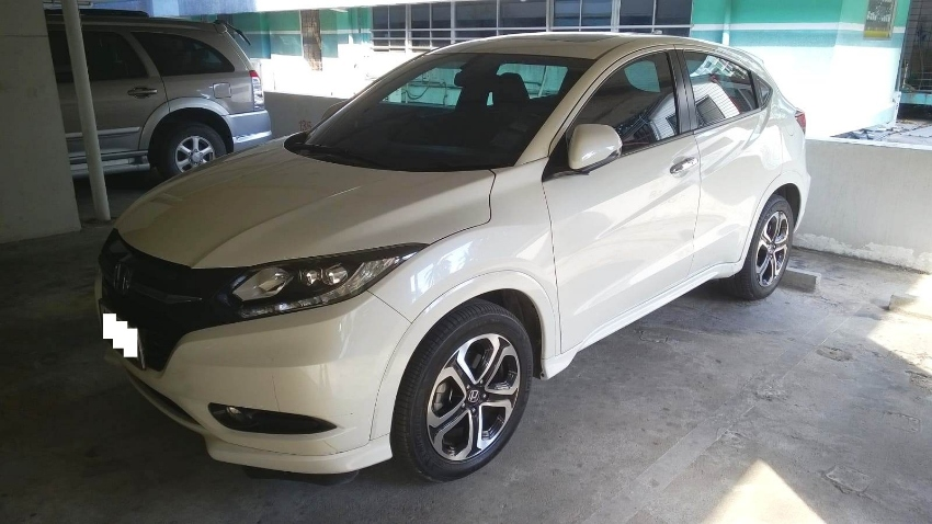 2015 Honda HRV 1.8EL white only 59,500KM