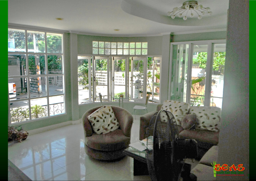 Modern, Lovely, Quiet Guesthouse Nestled in a Superb Hua Hin Location