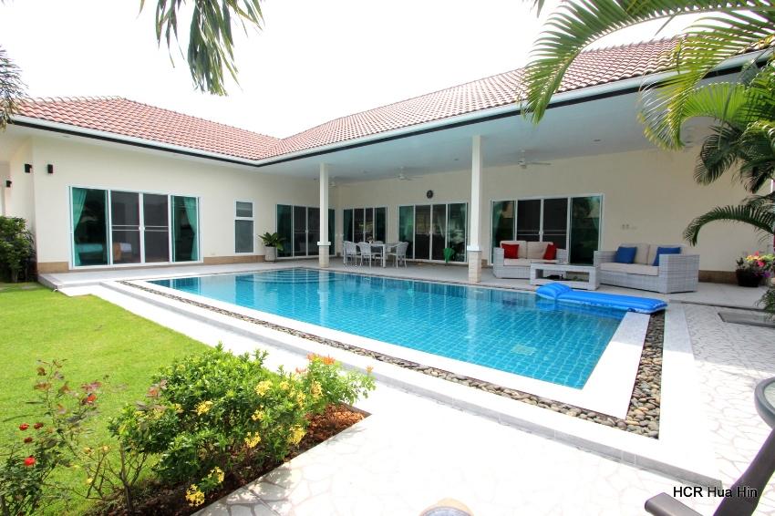 Beautiful 3 Bedroom Pool Villa in A quiet area