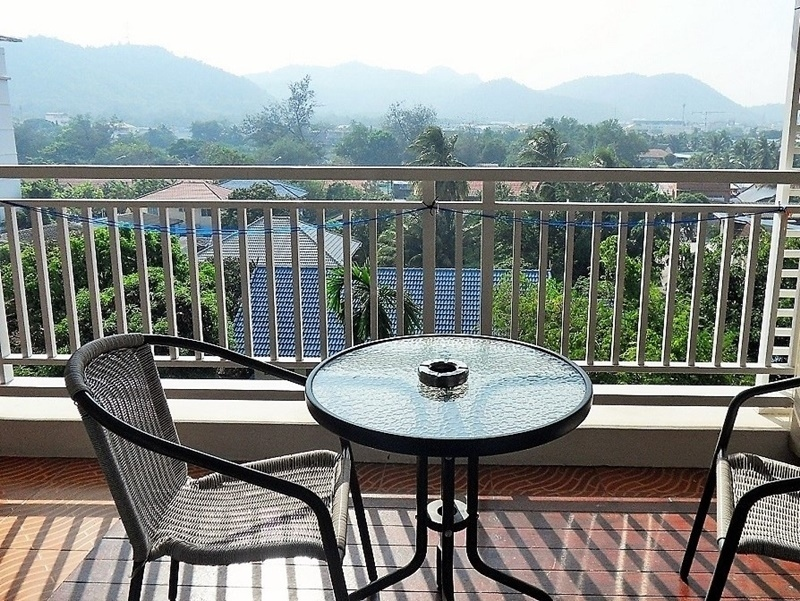 Convenient City Center Fully Furnished Large Mountain View Studio