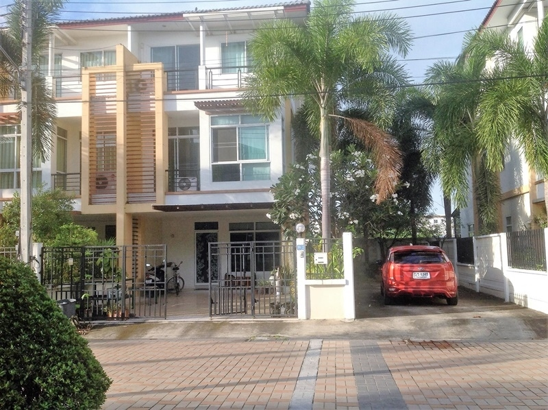Hot! Fully Furnished 3 BR 3 Bath Cha-am Center Townhome 24 Hour Secure