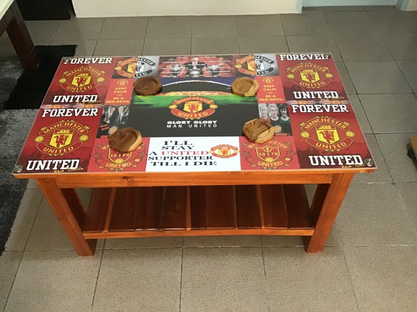 Special solid wood Manchester United Plexiglas coffee table