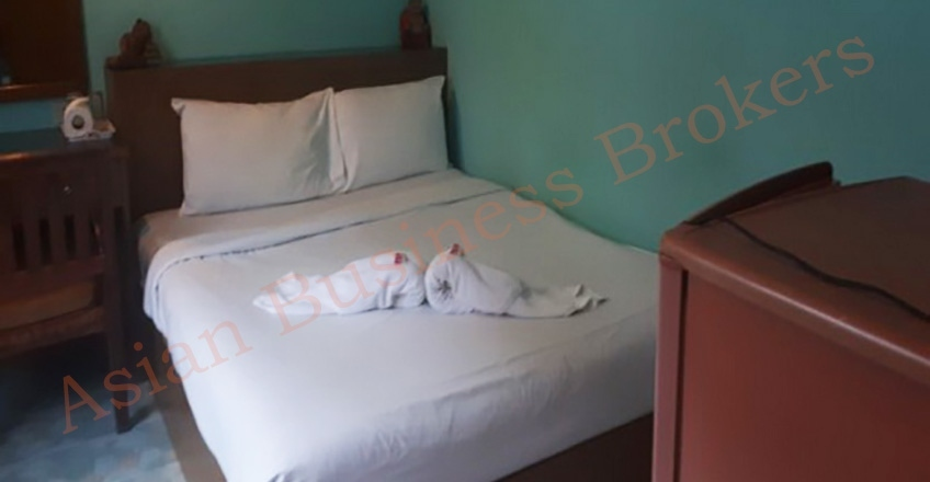 4802024 11-Room Guest House with Bar in Patong