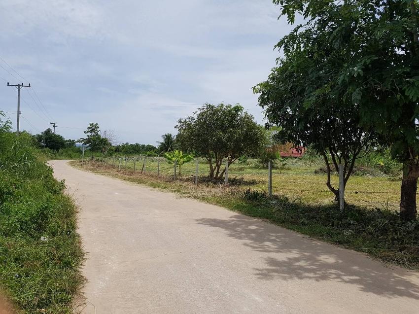 Land 2 rai 3 ngan 27.7 tharang wah in Hua Hin