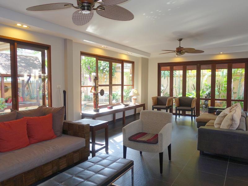 Chateau Dale: Tropical 4 plus bedroom pool villa at top Pattaya/Jomtie