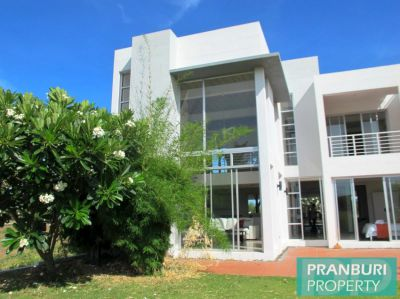 Reduced price 3 bedroom house for sale on Palm Hills golf course