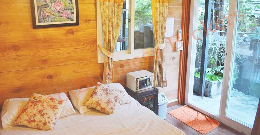 0134013 Traditional Wooden Building Guesthouse for Rent near Khao San