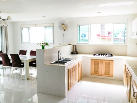 TL-0048 - Detached house for rent with 4 bedrooms, 4 bathrooms