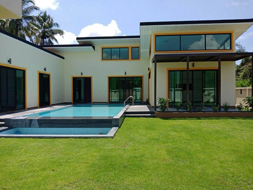 Brand new modern house with private pool