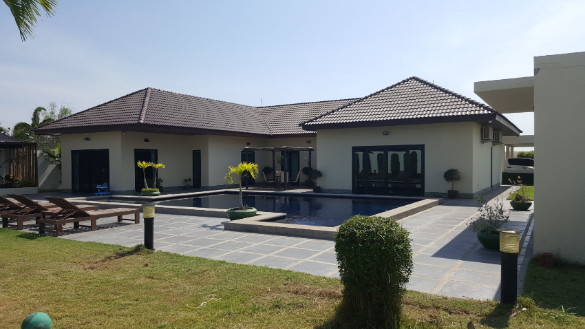 Large well presented Pool Vill on 300tw For Sale - 11.25mb
