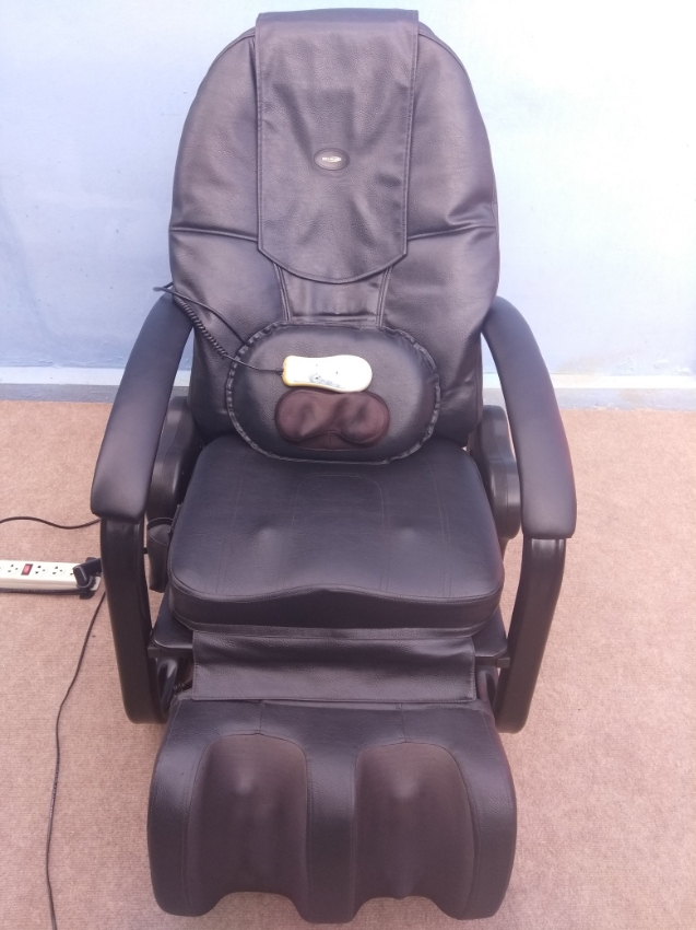 Professional Electric Massage Chair very good condition with remote
