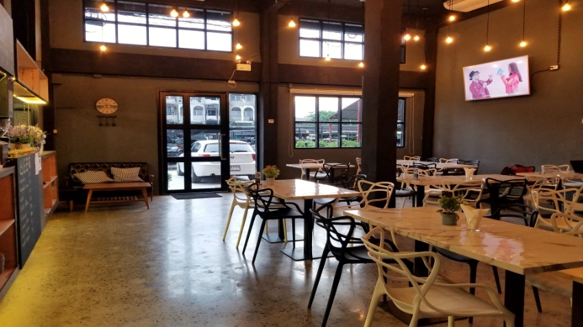 High Ranking (Top 3) Hostel and Restaurant near BTS for sell