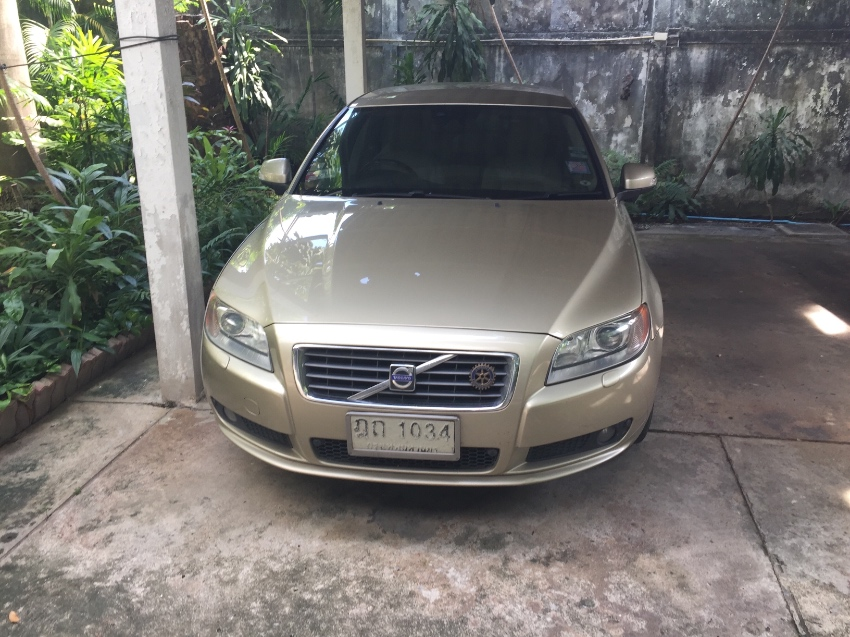Volvo S80 excellent condition, Volvo service record, new tires