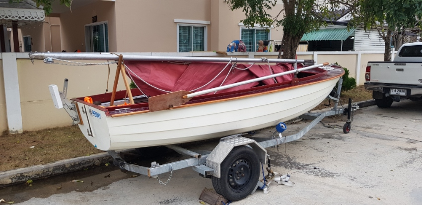 15FT FIBREGLASS FAMILY DAY SAILING BOAT, TRAILER, OUTBOARD ENGINE.