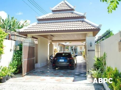 Large 3 Bedroom Villa ,with New Tiled Swimming Pool