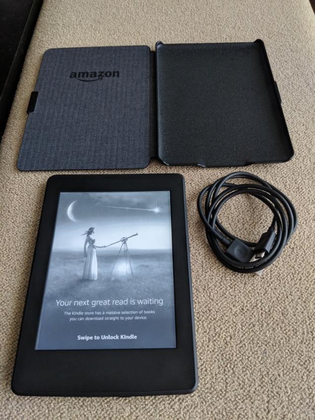 Amazon Kindle Paperwhite 3 with Original Amazon Hardcase, Mint