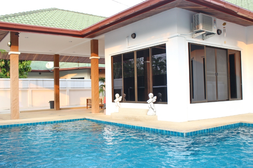 3 bedroom private pool villa East Pattaya