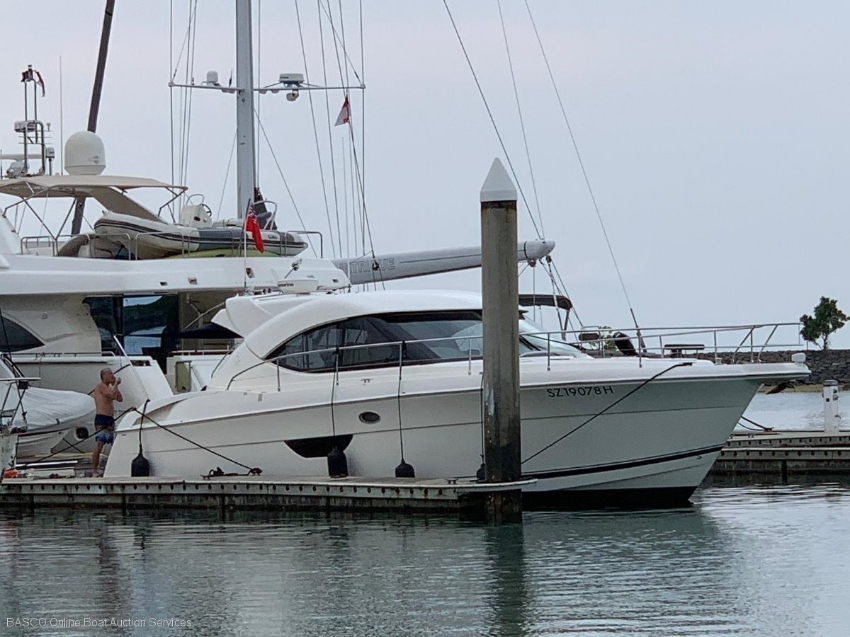 Riviera 4400 Sport Yacht for Sale by Online Marine Auction
