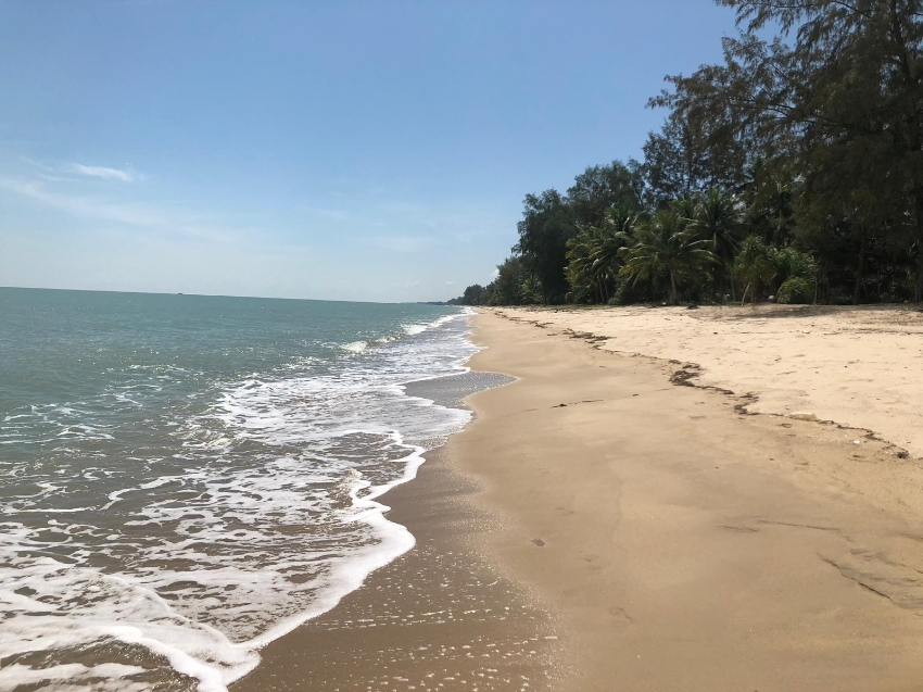 Exceptional parcel of absolute prime beachfront land.