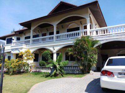 HUGE 2 storey 3 bedroom House & large all round balconies,