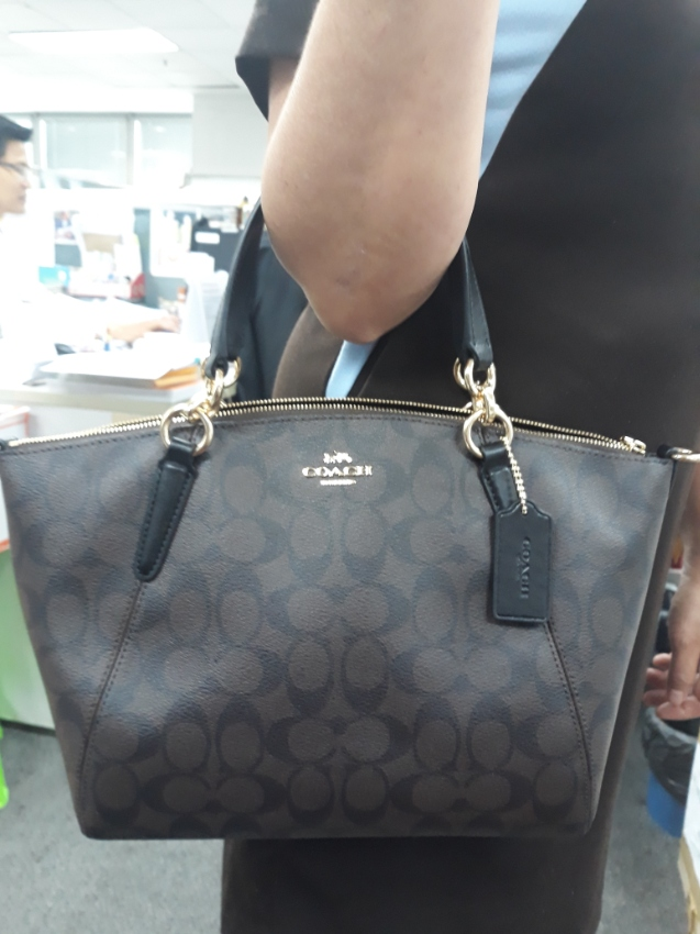 ... Coach F28989 Small Kelsey Satchel In Signature Canvas (Imaa8) ... 4becca290571f