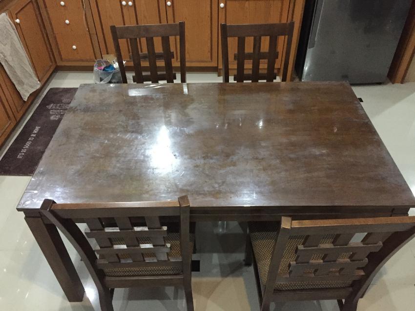 table set for sale. excellent condition. no damage