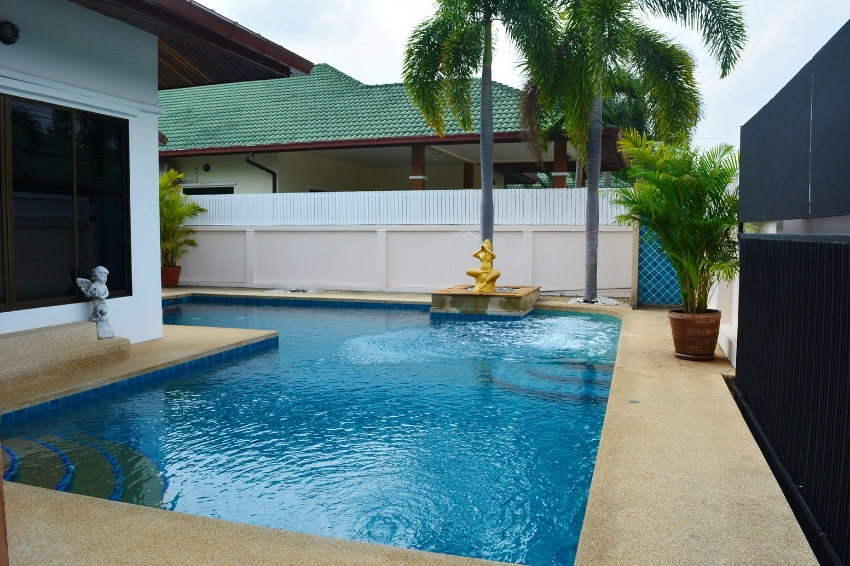 3 bed 3 baht house in East Pattaya with private pool in Company owners