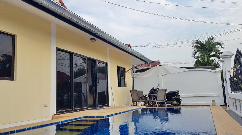 A Private Pool 2 Bedroom Villa For Sale in East Pattaya. Ref#HS556