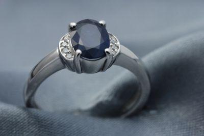 Dark Blue Sapphire Ring, White Gold 14Kt