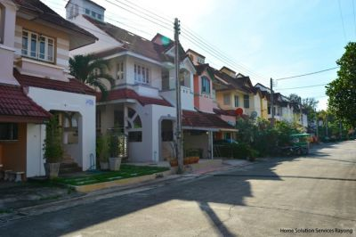 2 bedroom house in popular Pinery Park on Suan Son beach