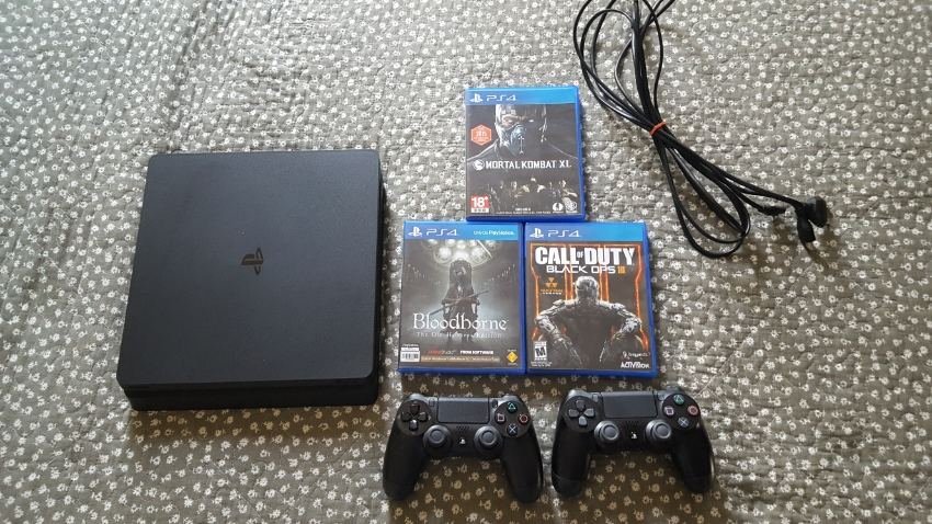 Sony Playstation 4 PS4 and with 3 games