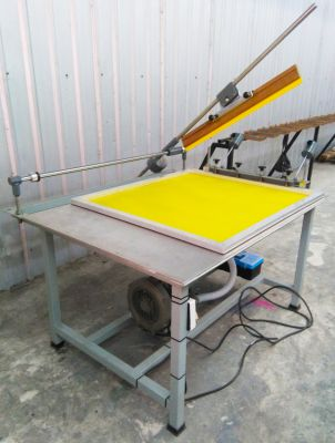 Free standing screen printing table