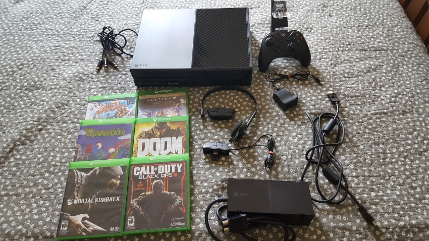 XBOX ONE With Head set, Charger, 1 Controller and 6 Games