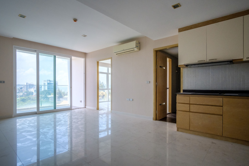 Spacious apartment for sale at Beach Front Jomtien Residence