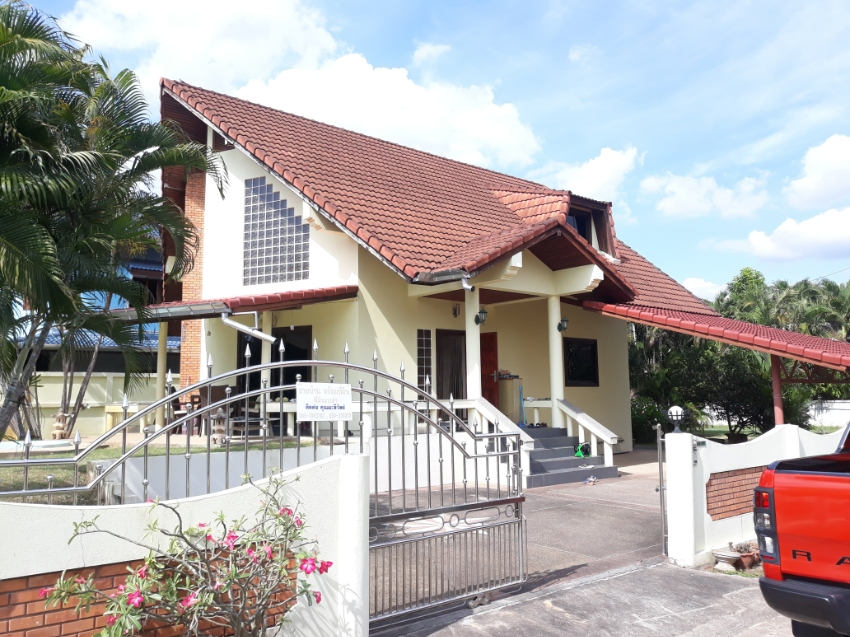 Beautiful, top solid built house a bit out of the city of Lampang