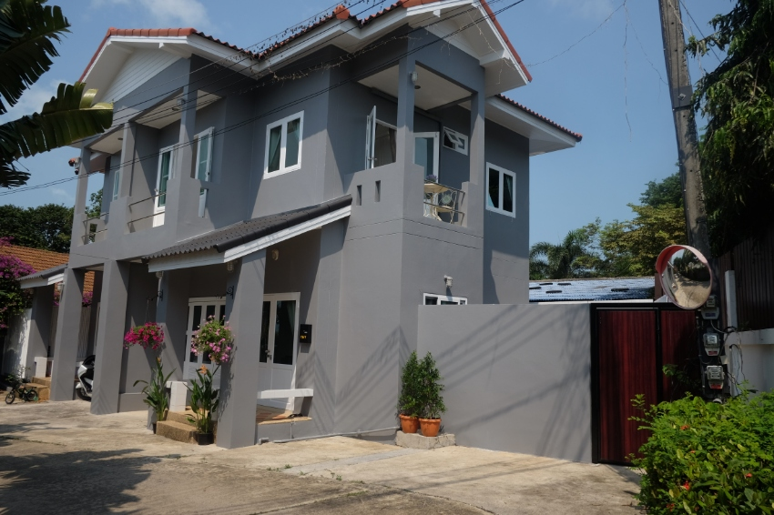 Duplex building for sale in Plai Laem. 500 meters to the beach.