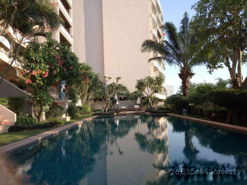 1 bedroom with pool view in Executive Residences I