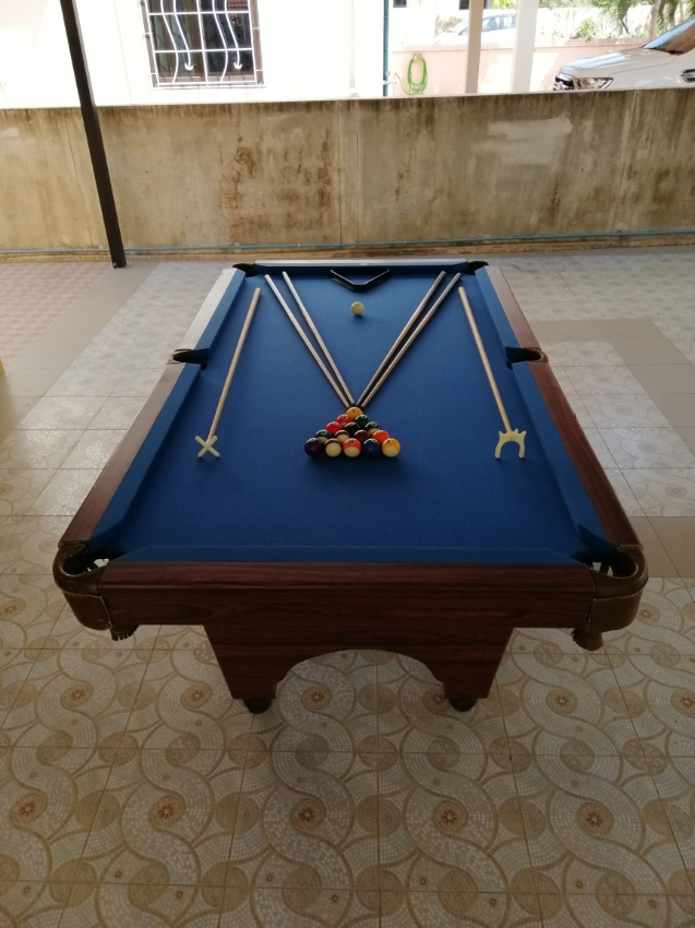 Pool​ table 8'x4'