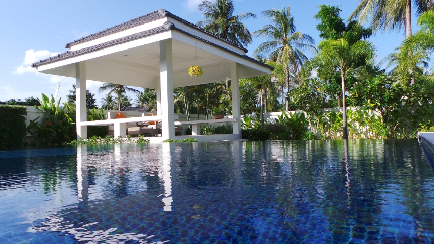 Luxury Pool Villas Close to Beach