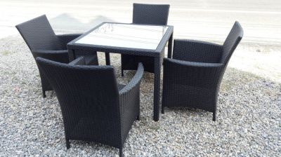 classic dining set ,table , 4 widebody chairs, high grade poly rattan