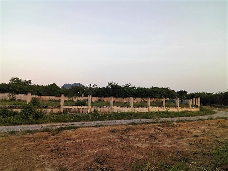 Centrally Located Perimeter Walled 1 Rai Filled and Ready to Build On