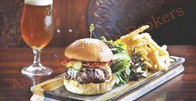 0109023 Significant Bangkok Pub for Sale in Great CBD Location