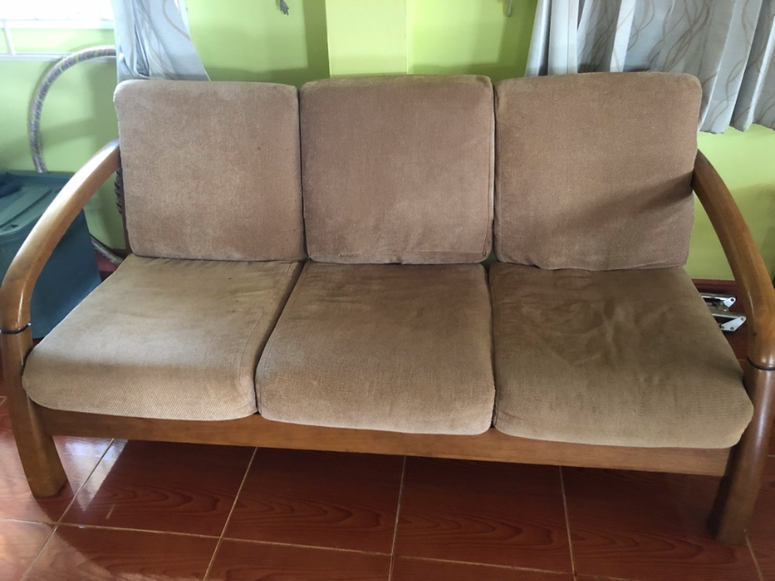 Lounge settee and chairs